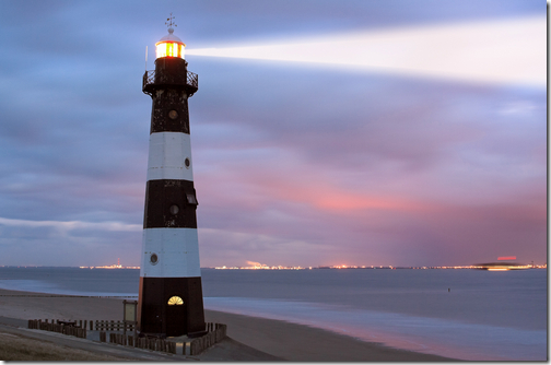 Picture of a lighthouse representing a metaphor for being a beacon in your job search to attract the attention of hiring managers
